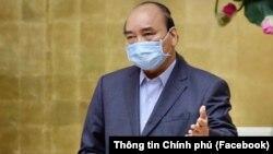 Thủ tướng Nguyễn Xuân Phúc tại một cuộc họp cùa chính phủ ờ Hà Nội. (Facebook Thông tin Chính phủ)