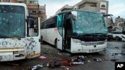 El Observatorio Sirio para los Derechos Humanos señaló que la cifra de muertos probablemente subiría porque había docenas de heridos.
