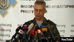 Juru bicara militer Ukraina Andriy Lysenko melaporkan peningkatan persenjataan berat di Ukraina timur (foto: dok).