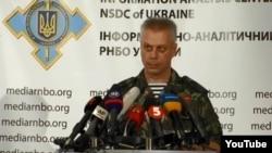 Phát ngôn viên quân đội Ukraine Andriy Lysenko nói thành phần ly khai đã bắn hỏa tiễn Grad vào các vị trí của chính phủ gần làng Orikhove, và bắn đạn súng cối vào những vị trí khác