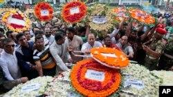 Bangladeshda terror xuruji qurbonlari xotirlanmoqda, Dakka, 4-iyul, 2016-yil.