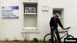 一個蘇格蘭投票站外