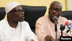 Pejabat Lagos, Lateef Aderemi Ibirogba (kiri) dan dr. Jide Idris dalam konferensi pers mengkonfirmasi tentang penderita Ebola pertama yang meninggal di Nigeria (25/7/2014).