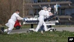 2020年3月23日法国东部的米卢斯市民医院撤离新冠病毒受害者。