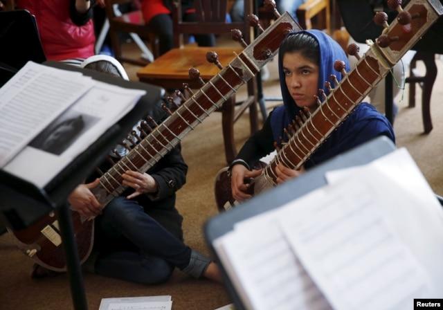 Remaja Afghan Hadapi Ancaman Karena Pimpin Orkestra Perempuan