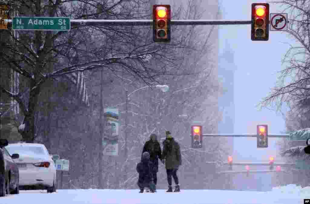 بارش برف از جمعه عصر در واشنگتن دی سی شروع شد.