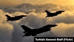 Turski borbeni avioni F-16 u rutinskoj patroli (arhiva)