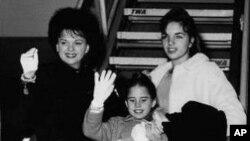 朱迪.嘉兰(后左)和她的孩子们摄于1962年