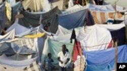 ہیٹی: بارشوں کا موسم شروع ہونے سے قبل بے گھر افراد کے عارضی پناہ گاہیں تعمیر کرنے کی کوششیں