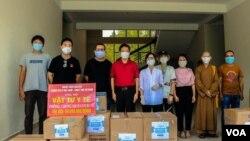 Hàng vật tư y tế do nhóm 'Chung tay vì Việt Nam' tài trợ từ tiền gây quỹ được phân phối đến cho huyện Nông Sơn, tỉnh Quảng Nam
