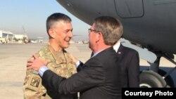 Bộ trưởng Quốc phòng Hoa Kỳ Ash Carter (phải) đến Baghdad, Iraq, ngày 11/12/2016.