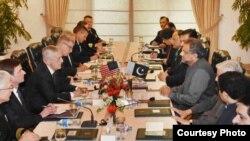 US Defense Secretary Jim Mattis meets with Pakistani officials.