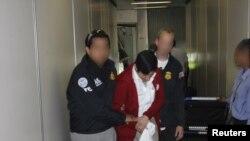 2011-yilda 430 ming odam AQSh Bojxona va chegara xavfsizligi boshqarmasi hamda Immigratsiya va bojxona agentligi tomonidan saqlangan.