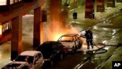爆炸后赶来的救急车辆