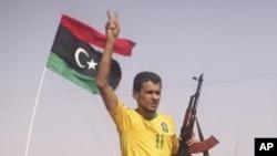 لیبیايي یاغیان وايي د قذافي پټنځای ته ورنږدې شوي