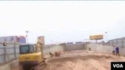 Le chantier de construction d'un saut-de-mouton dans le quartier de Debonhomme à Kinshasa, le 7 février 2020. (Capture d'écran)