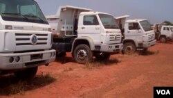 Angola Malanje veículos abandonados por companhia de construção