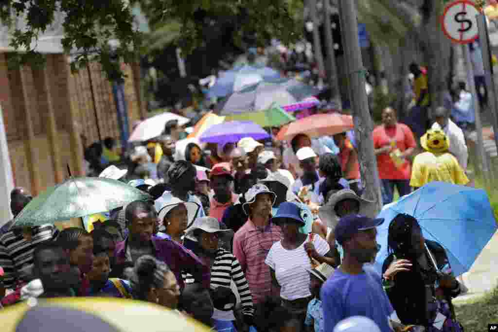 People wait in line to pay their respects to Nelson Mandela on the third and final day of the former South African president lying in state at the Union Buildings in downtown Pretoria.