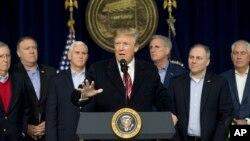 도널드 트럼프 미국 대통령이 지난 6일 캠프 데이비드에서 기자회견을 하고 있다.