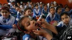 پاکستانی بچوں کے لیے پولیو ویکسی نیشن کی مہم (فائل) بچوں کی معمول کی ویکسینیشن