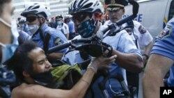 費城警方壓制示威者(2020年5月30日)