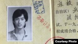 1980年代末,张毅在武汉大学成人教育学院读法律。他说,学法律的人都有一种家国情怀