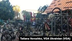 Стоянка велосипедів в офісному містечку компанії Фейсбук