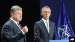 Совместная пресс-конференция Петра Порошенко и Йенса Столтенберга. Варшава, Польша, 9 июля 2016.