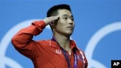 런던 올림픽 남자 역도 62kg에서 우승한 북한 김은국 선수.