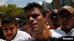 El líder opositor Leopoldo López, rodeado de seguidores en Caracas. Escribió una carta pidiendo al papa Francisco su intervención.