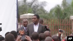 Aliyekuwa mgombea urais wa UPND, Hakainde Hichilema akizungumza na wafuasi wake.