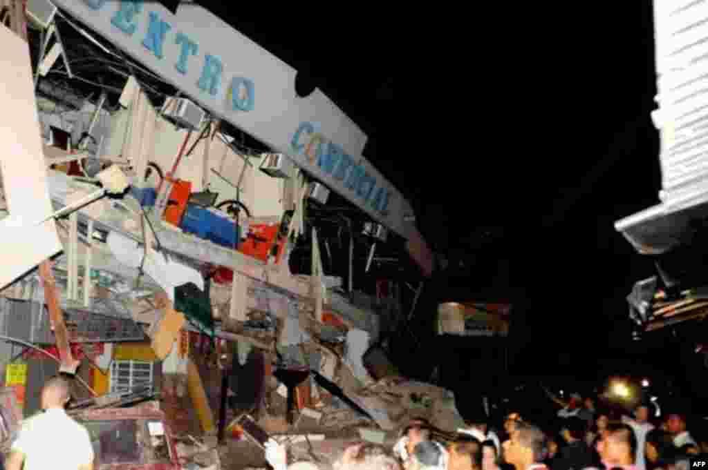 امریکی ارضیاتی سروے کے مطابق ایکواڈور کے ساحلی علاقے میں ہفتے کی شب 7.8 شدت کا زلزلہ ریکارڈ کیا گیا تھا۔