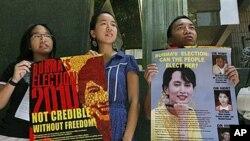 香港自由缅甸同盟成员手持标语:没有自由的选举不可信
