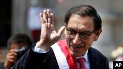 秘鲁新总统比斯卡拉3月23日在首都利马宣誓就任。