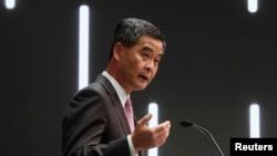 2013年1月16日,香港特首梁振英在他发表首次施政报告后举行的记者会上讲话。