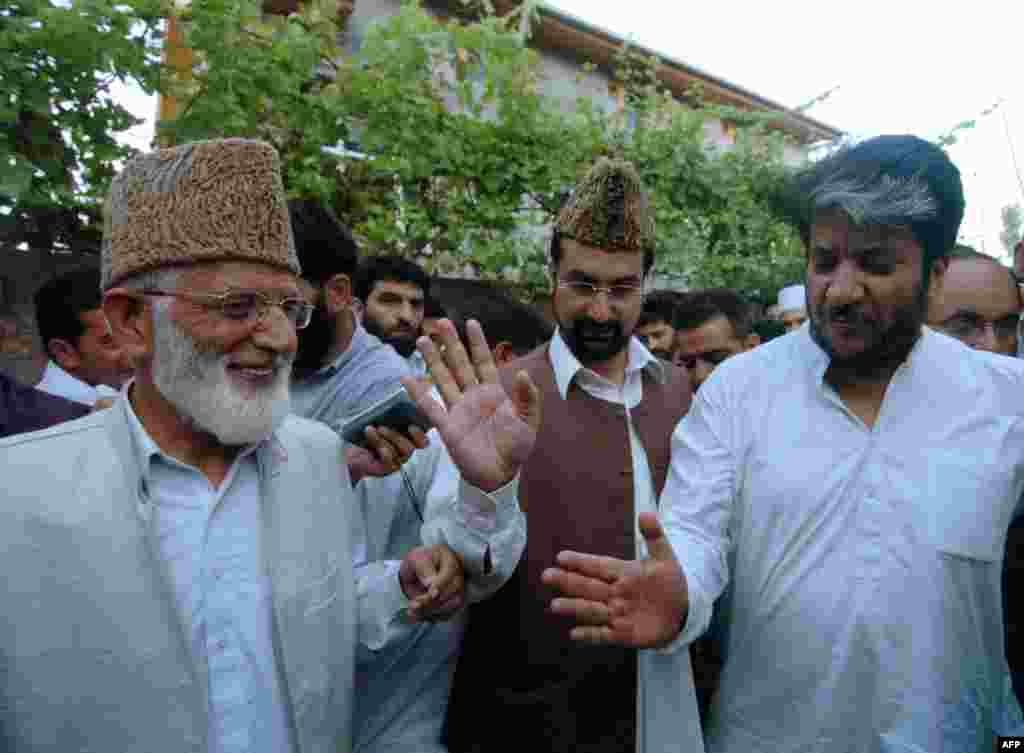 سید گیلانی استصوابِ رائے کا مطالبہ کرنے والی کشمیری جماعتوں کے اتحاد 'حریت کانفرنس' کے چیئرمین بھی رہے۔