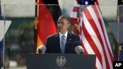 미국 바락 오바마 대통령이 19일 독일 베를린 브란덴부르크 문 앞에서 핵 안보와 관련해 연설하고 있다.