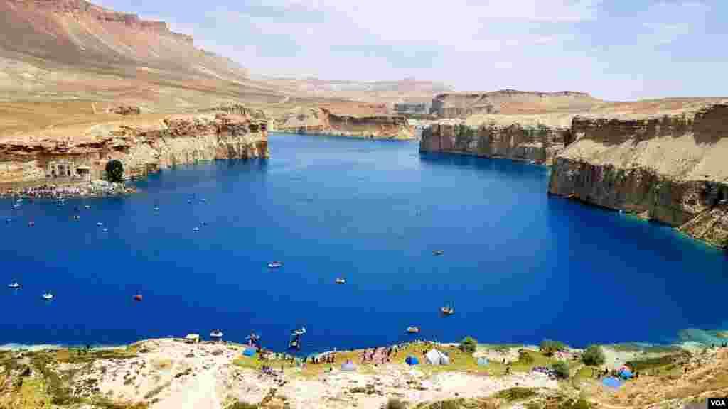 بند امیر نخستین پارک ملی افغانستان است که در ولسوالی یکه ولنگ موقعیت داشته و از شهر بین المللی برخوردار است