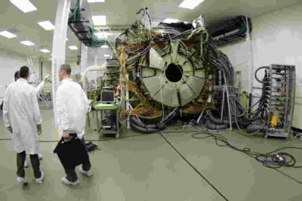 El imán de la CMS tiene un peso de 1.920 toneladas y es parte de los cinco experimentos que CERN está realizando desde finales de 2007.