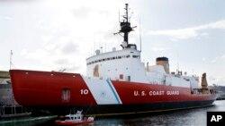 El rompehielos Polar Star de la Guardia Costera estadounidense va a al rescate de dos barcos atrapados en el hielo del Polo Sur.