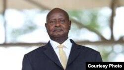 Sebestian Coe rais wa IAAF na Rais Yoweri Museveni kwenye ufunguzi wa Cross Country 2017