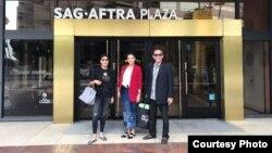 Ketua baru PARFI Marcella Zalianty dan Aktor Ray Sahetapy di depan kantor SAG-AFTRA. (Foto courtesy: Marcella dan Ray)