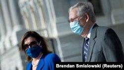 Nancy Pelosi, predsjedavajuća Predstavničkom domu Kongresa, i MitchMcConnell, lider republikanske većine u Senatu (Foto: Brendan Smialowski/Pool via REUTERS)