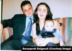 Zühtü İbiş eşi Leyla ve oğlu Mert'le