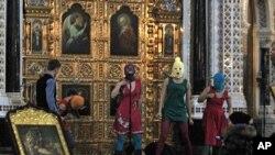 """""""ფუსი რაიოტი"""" მოსკოვის მაცხოვრის ტაძარში, 2012 წელი."""