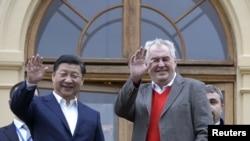 捷克共和國總統澤曼在布拉格附近的拉尼莊園歡迎中國國家主席習近平的到訪 (2016年3月28日)