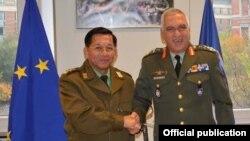 ျမန္မာကာကြယ္ေရးဦးစီးခ်ဳပ္ ဥေရာပသမဂၢစစ္ဘက္ဆုိင္ရာ ေကာ္မတီဥကၠ႒ General Mikhail Kostarakos ႏွင့္ေတြ႔ဆံု (Senior General Min Aung Hlaing Facebook)
