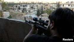Sirijski pobunjenik u Alepu