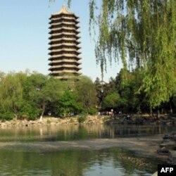 北京大学未名湖畔