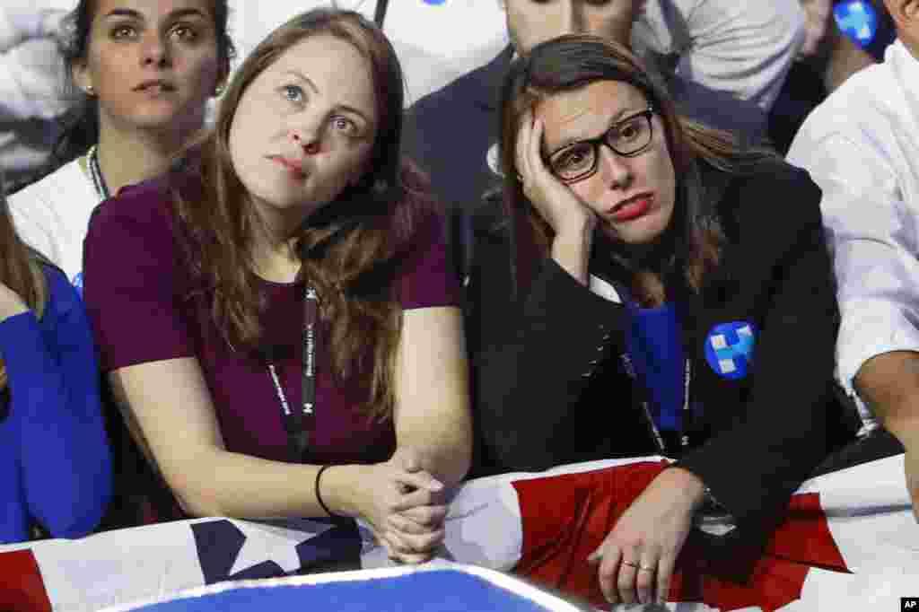 Apoiantes da candidata democrata Hillary Clinton , não escondem a sua decepção.